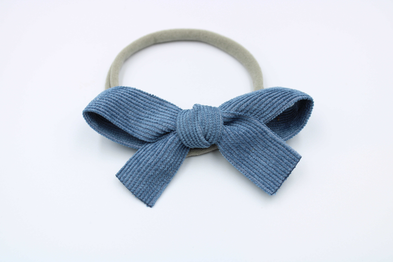 Haarbandje grijs met blauwe rib strik